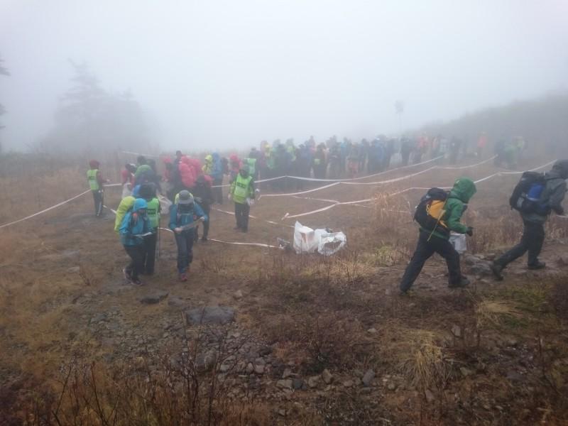 1日目は霧のかかったスキー場からスタート